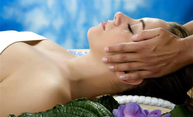 女子巴厘岛式spa